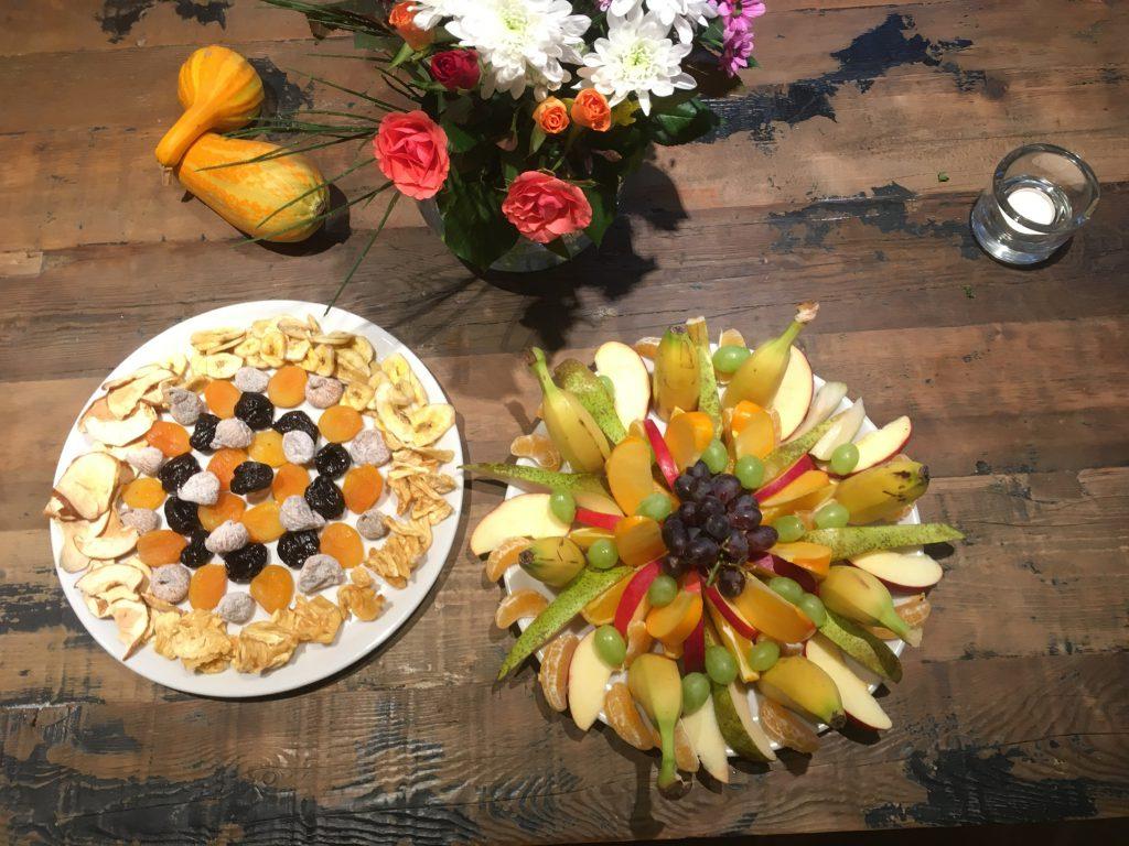 Frühstücksnack aus frischen Früchten beim YogaRetreat im Yogahaus am Stechlinsee
